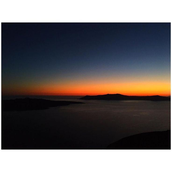 Nature will never fail you  ______________________________________________________  #naturelover #sunset #volcanoview #santorini #summervibes #summernights #summer17 #picoftheday #visitgreece #greekislands #islandlife #islandvibes #loveit #majestic #beautiful #seaview #ocean #nightshot #living