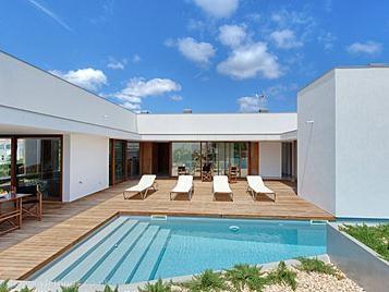 4 bedroom villa in Punta Prima, Menorca with a private pool.  £600-882