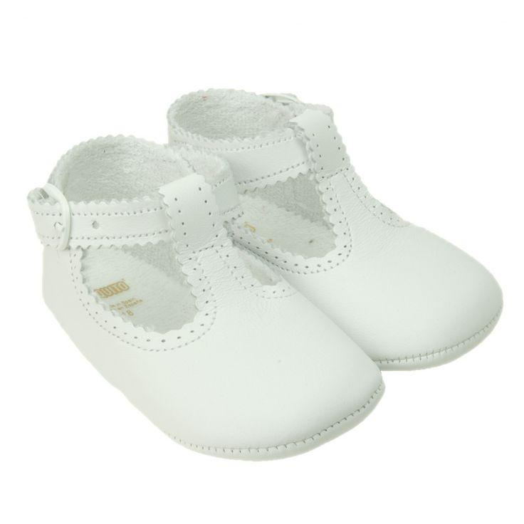 White soft baby shoes  #white#baby#shoes#cuquito#spanish shoes# http://www.belito.nl/101-schoentjes