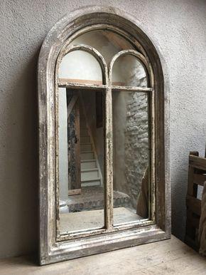 Stoere oude houten spiegel stalraam stalraamspiegel landelijk old look oude look doorgeschuurd oud hout metaal venster kozijn