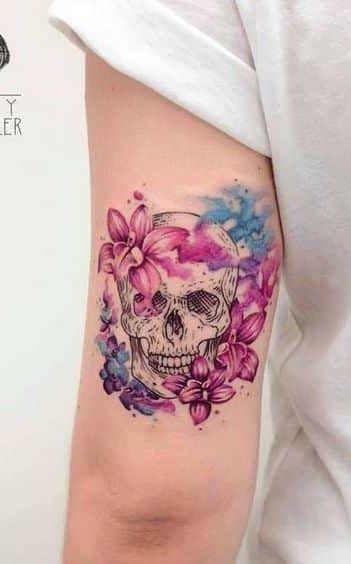 80 Tatuagens de Caveiras e Crânios [Masculinas e Femininas] - TopTatuagens | Tatuagens Aquarela | Tattoos, Symbolic tattoos, Jewelry tattoo
