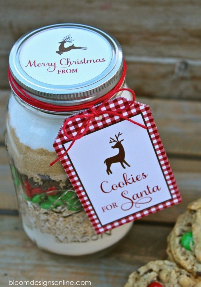 Christmas cookies in a jar with free printable tags