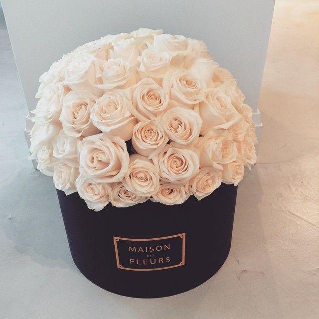 Palest creamy pink posy arrangement in a round box ~♡~