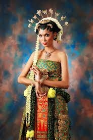 """Bride in gorgeous """"Basahan Solo"""" dress, Central Java, Indonesia"""