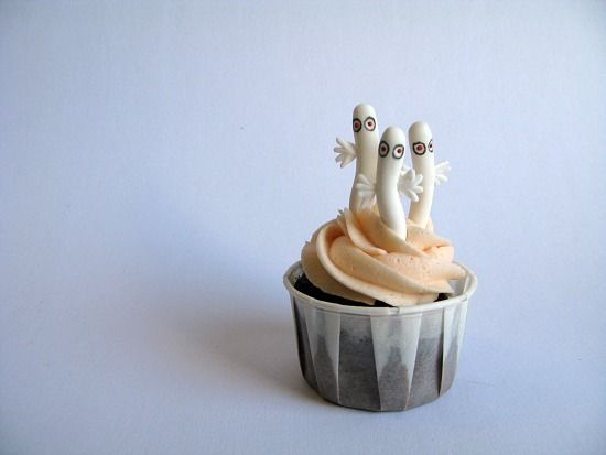 moomin cupcakes! with hattifatteners <3
