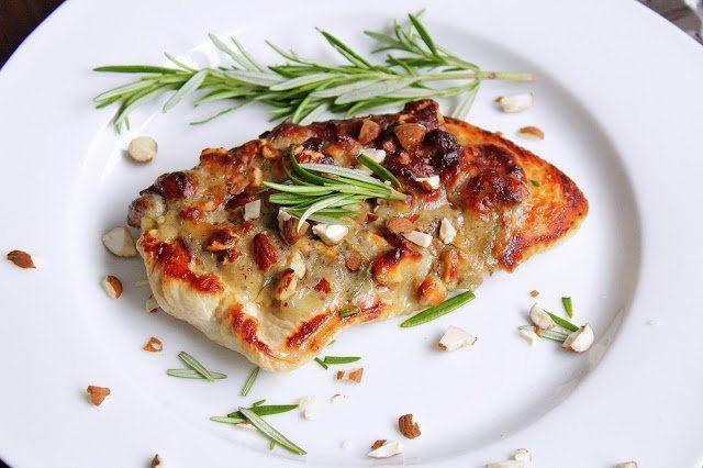 Hallo Ihr Lieben ❤️ Wie wäre es heute mit einem saftigen Putenbrustfilet mit einer würzigen Gorgonzala – Mandelkruste ? Es ist einfach in der Zubereitung und fix gemacht. Ihr benötigt für 4 P…