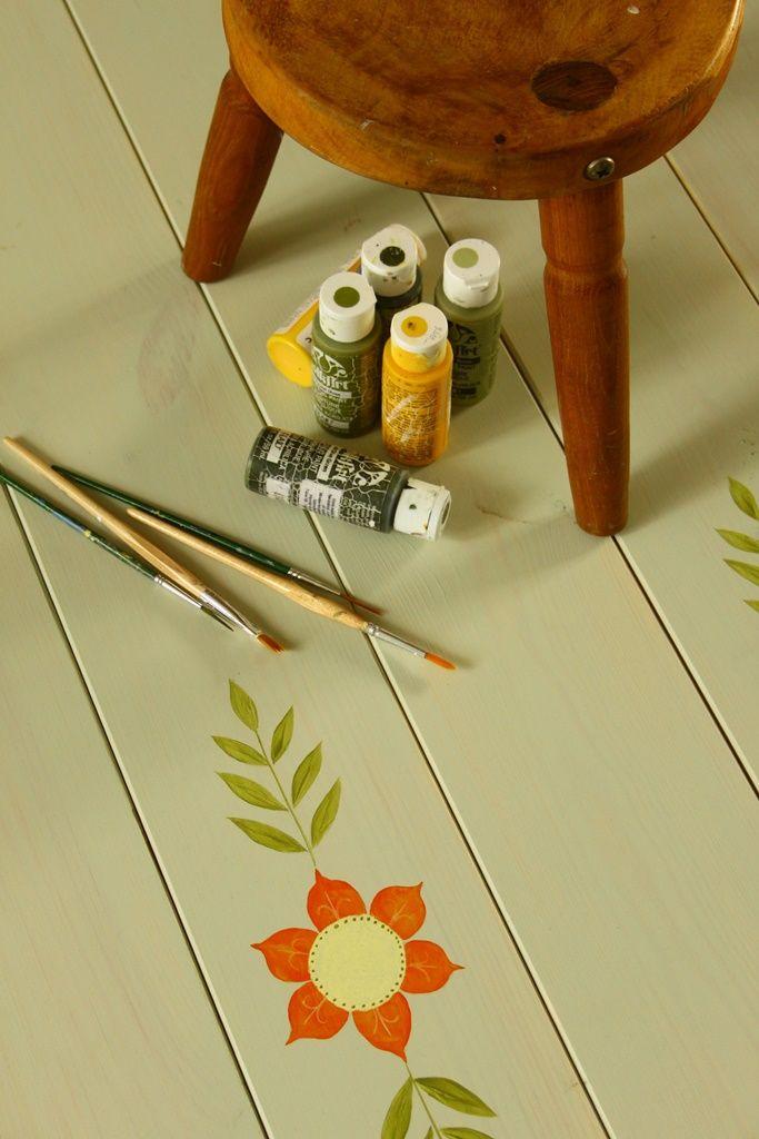 Country mintával készült halványzöld alapozású hajópadló - home decor - wood floor - flowers - haind-painted