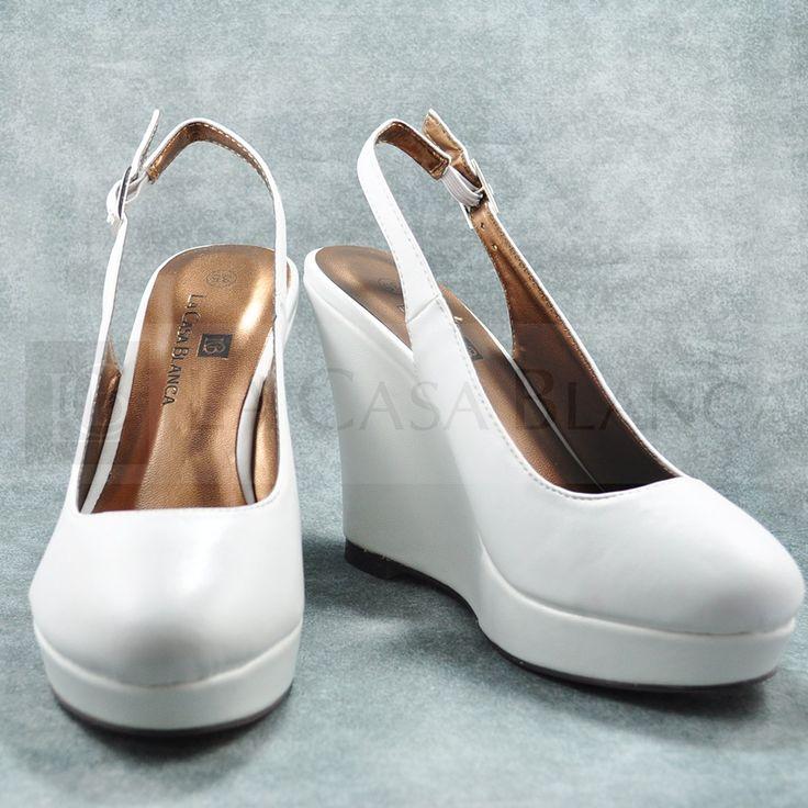 Estos #zapatos son comodísimos para las novias, el terraplén da altura y comodidad al pié ¡Atrévete!  #bebé #traje #child #tocados #bisuteria #collares, #moda #tendencia #madrina #novias #wedding #love #marriage #LCB #gala #princesa #princess #dress #Vsco #Vscocam #HappyDay #Eldíamásimportante #AmorEterno