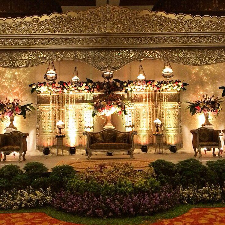 Pelaminan jawa modern   Rolas by Suryo Decor   Wedding ...