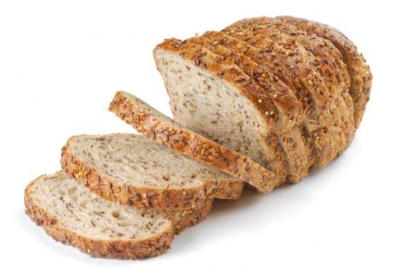 São muitas opções nas prateleiras de supermercados quando o assunto é pão de forma, não é mesmo? Integral, centeio, preto, light, com linhaça, quinoa, aveia, 7 grãos e até 12 grãos. Mas qual o melhor para sua saúde? - Veja mais em: http://m.vilamulher.com.br/bem-estar/nutricao/pao-de-forma-integral-light-ou-com-graos-11-1-70-587.html?pinterest-mat