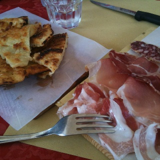 #Bortellina con tagliere di salumi @ #Grazzano #Visconti  (really nice #italian #food) #italianfood #italy #foodphotography