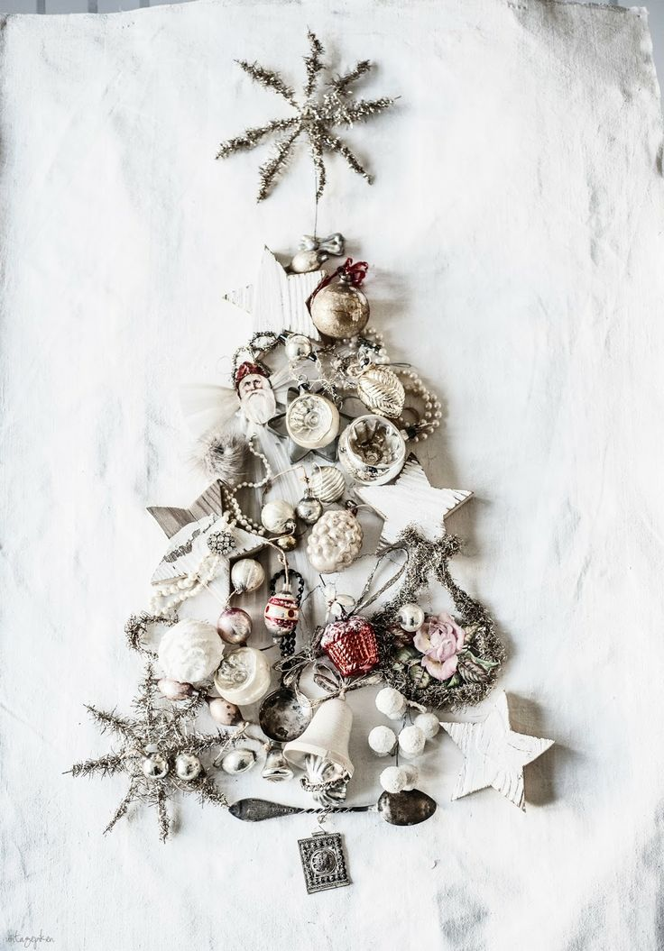 Lay a tree with vintage ornaments seen @Vintagepiken