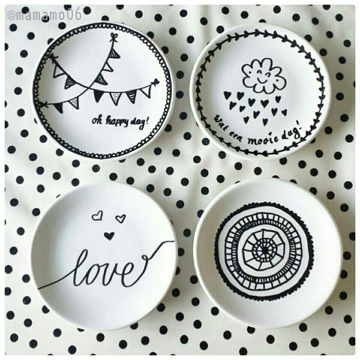 Laat je kind tekenen op een gebaksbordje met een porceleinstift. Leuk als afscheidscadeautje! Zet op de onderkant de naam en datum.