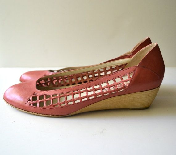 Vintage Pink Woven Closed Toe Wood Wedges / size 9 by miskabelle size 9 $24