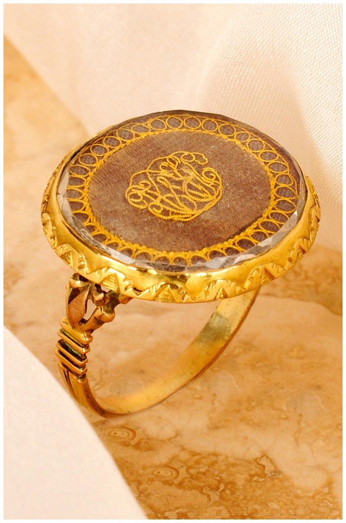 An antique mourning ring. Rock crystal and gold.
