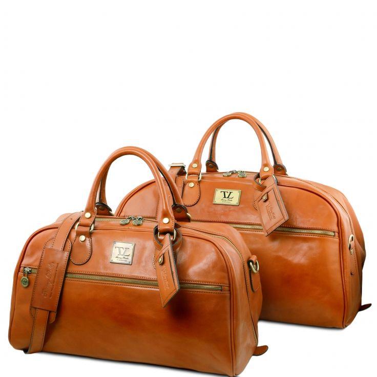 Leren reisset.De buitenkant van de tas is van op Toscaanse wijze - dus op traditionele wijze - gelooid leer. De reisset bestaat uit:     TL Voyager - Travel leather bag- Small size     TL Voyager - Leather travel bag - Large size - € 397,99