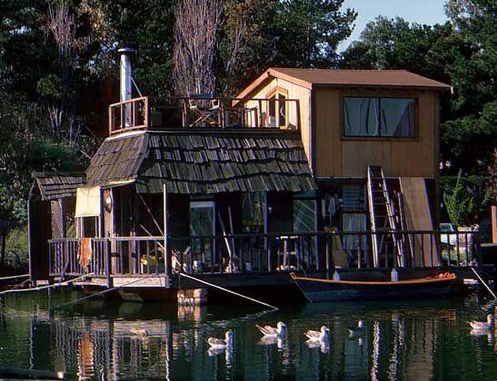 houseboat in California