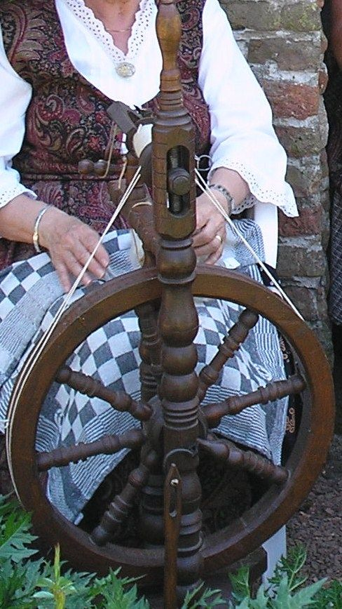 old spinningwheel.