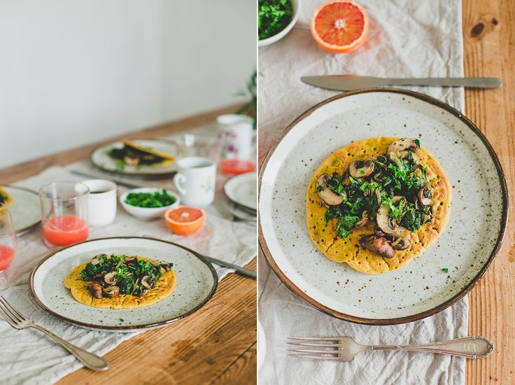 Vegan Omelet (kikkererwtenmeel) met spinazie champignon vulling. Super simpel en lekker!