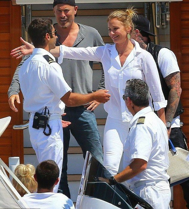 (40 PHOTOS and 2 Videos) Cameron Diaz waves goodbye to her friends and crews in Cannes, France on Thursday, July 24, 2014.