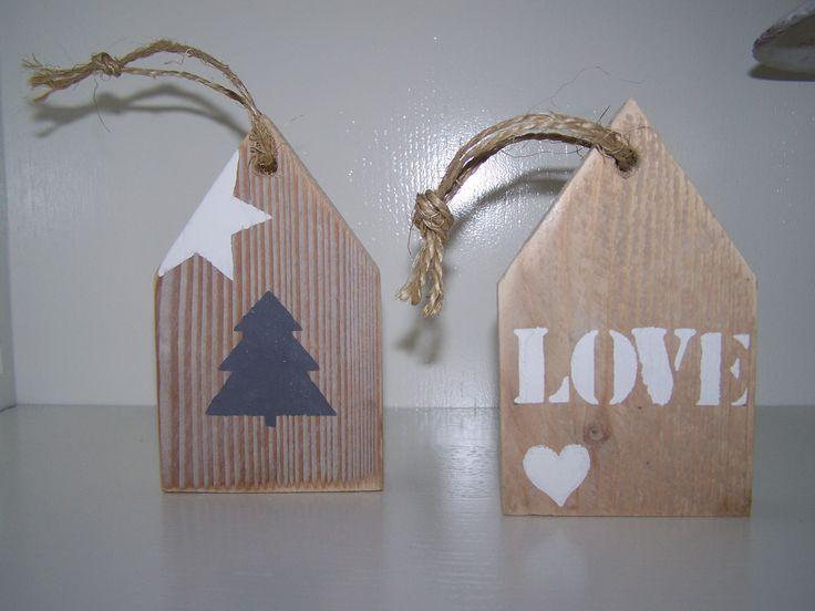 steigerhouten huisjes met letter of sjabloon. 6,00 euro delakeiwonen.nl Voor alles van steigerhout