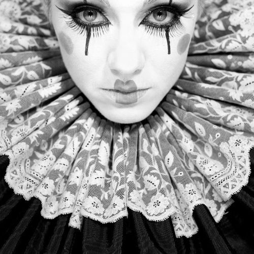 For some reason, as much as I hate clowns or anything that even resembles them, I think masquerade ball/harlequin makeup stuff like this is so cool!