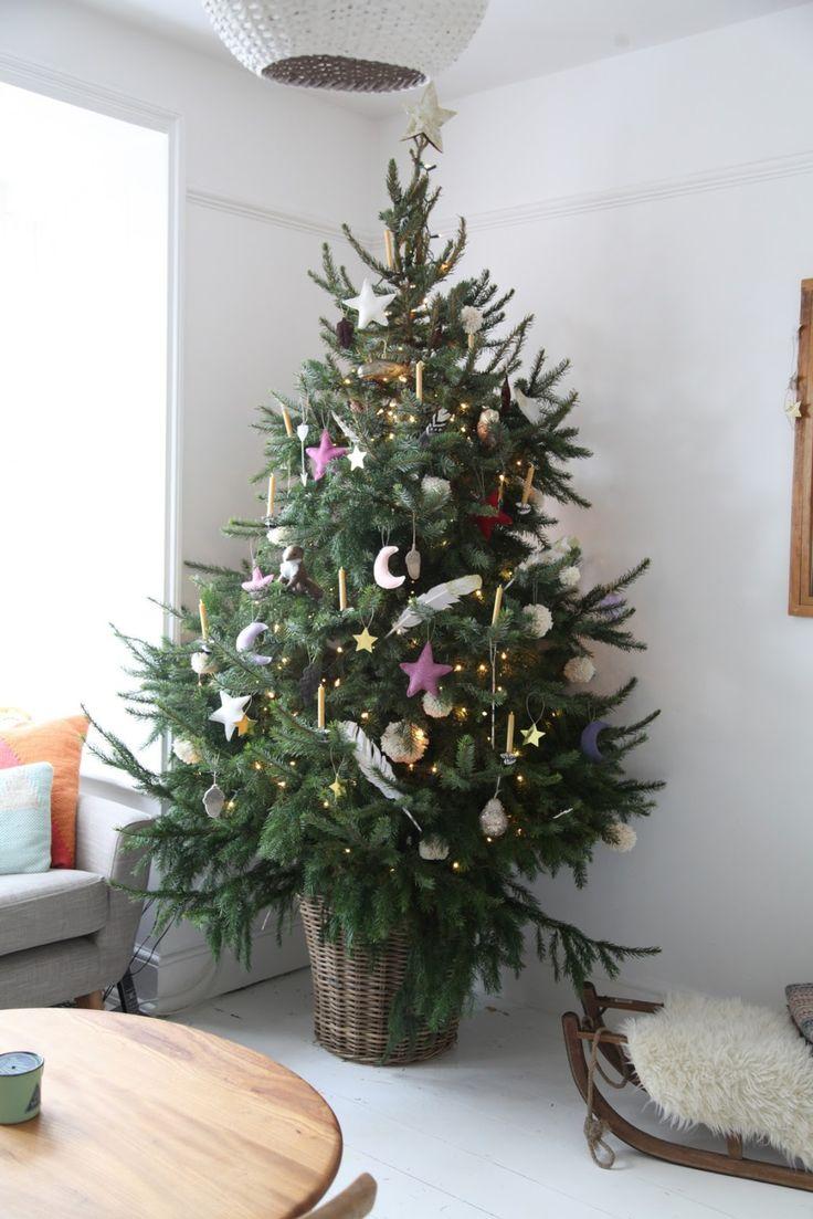 junkaholiqe, blogger, home, interior, christmas tree, basket, real tree, festive, interior, living room