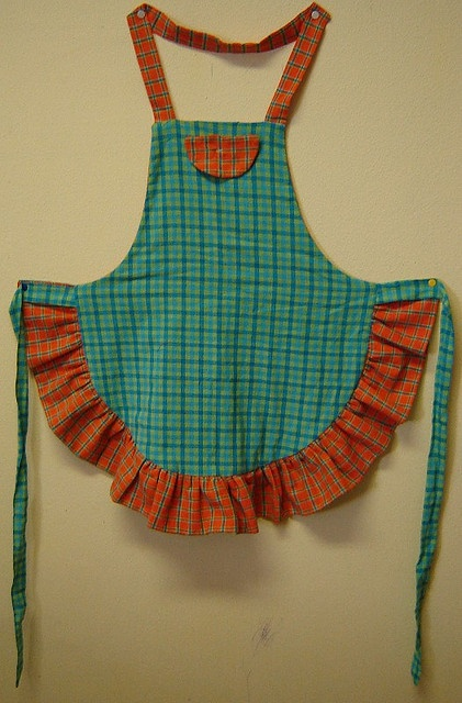 DIY apron. NOTE: she also has several other apron tutorials, including a cute clothespin apron