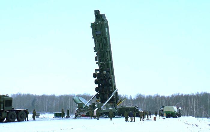 Na unidade da Força Estratégica de Mísseis de Kozelsk, na Rússia, teve lugar o carregamento de mísseis balísticos intercontinentais RS-24 Yars nos respectivos silos de lançamento, informou o canal de televisão Vesti.