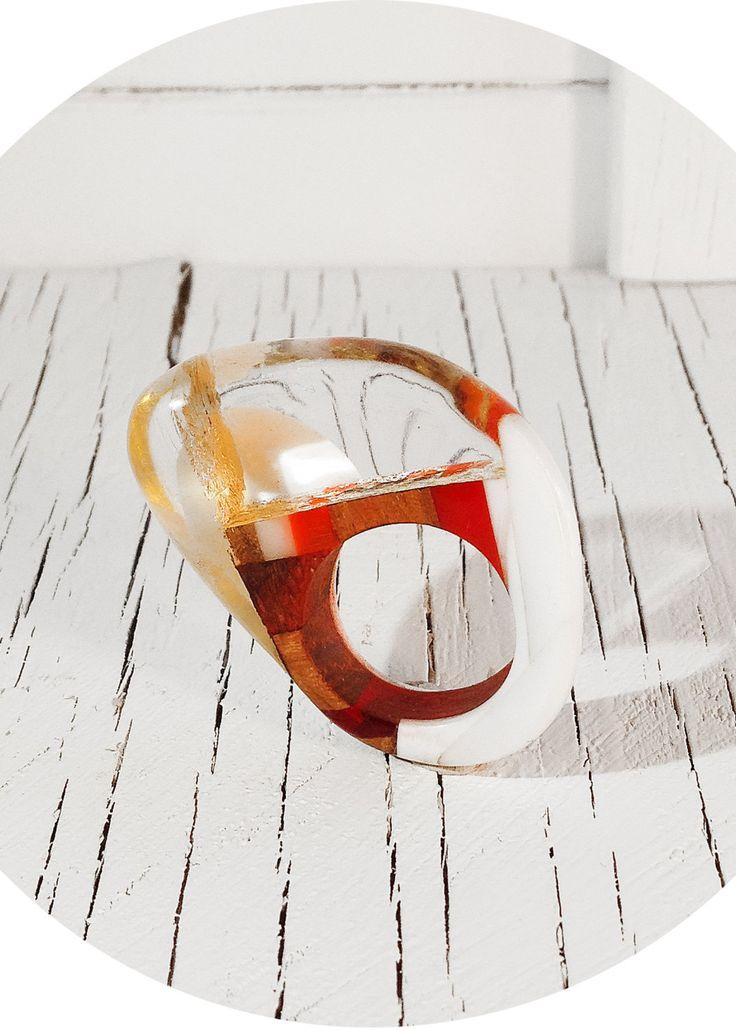 creazione artistica, gioiello elegante ed eccentrico, anello per signora fashion, fatto a mano in legno resina e foglia oro, made in italy di SPjewel su Etsy https://www.etsy.com/it/listing/386019844/creazione-artistica-gioiello-elegante-ed