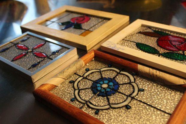 昨年、大人気だったダイソーのガラス絵の具は今年の夏も大注目です。シールやウェルカムボード、ランプシェードなどアイディア満載!この夏の工作にいかがですか?