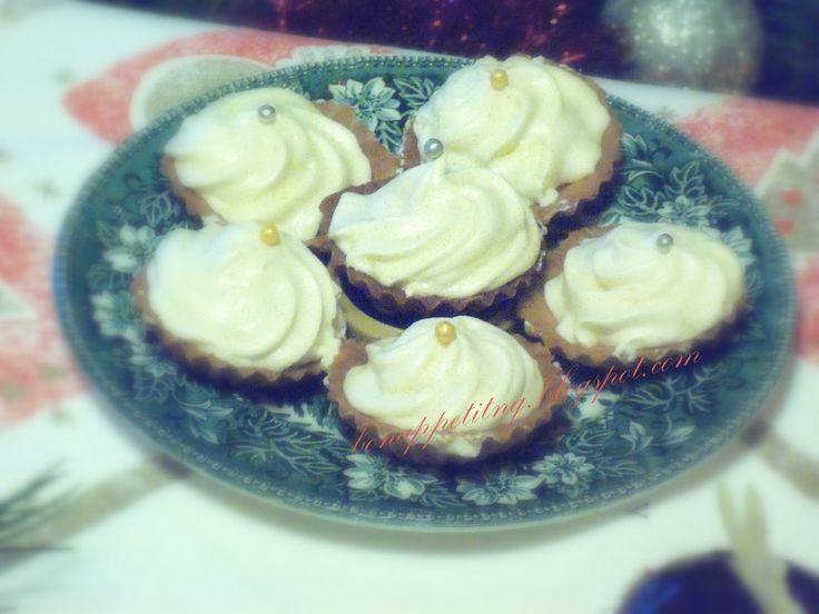 kruche ciastka z brzoskwiniowym kremem - zefir
