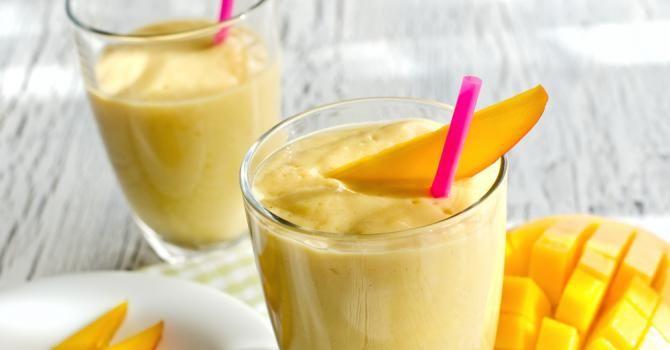 Recette de Smoothie glacé léger mangue banane. Facile et rapide à réaliser, goûteuse et diététique. Ingrédients, préparation et recettes associées.
