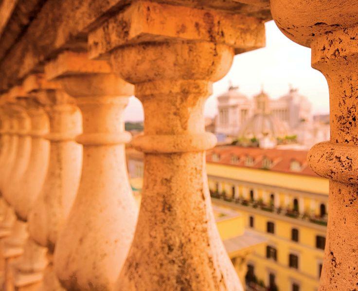 Attraverso la balaustra della facciata principale. Fotografie - Renato Cerisola © 2009 INAIL Tutti i diritti riservati