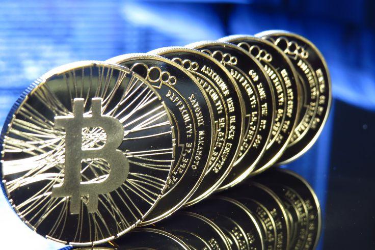 Cейчас на несколько дней лучше воздержаться от Bitcoin транзакций. Начинается активация SegWit с с 31.07-01.08.  Кстати очень интересный факт. Смотрите на альткоины. Многие крупные альткоины пошли вниз только что, буквально 1-2 часа назад и на серьезные цифры. Очем это говорит - торгаши выводят активы из альткоинов в биткоин. Чтобы при хадфорке получить 2 монеты. Если ты остался в альткоине - этого сделать не получится Эфир с 11 утра упал на 12%, ripple то же самое - monero, zcash, litecoin…