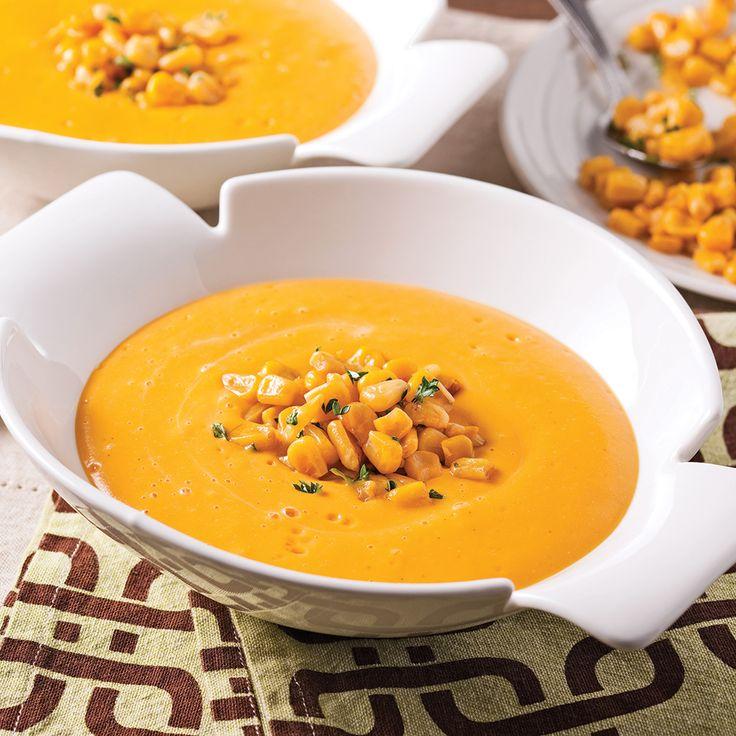 La chair de citrouille donne une texture onctueuse aux plats, ce qui en fait un ingrédient de choix pour les potages! Cette recette réconfortante se congèle: parfait pour faire provision de délicieuses saveurs automnales.