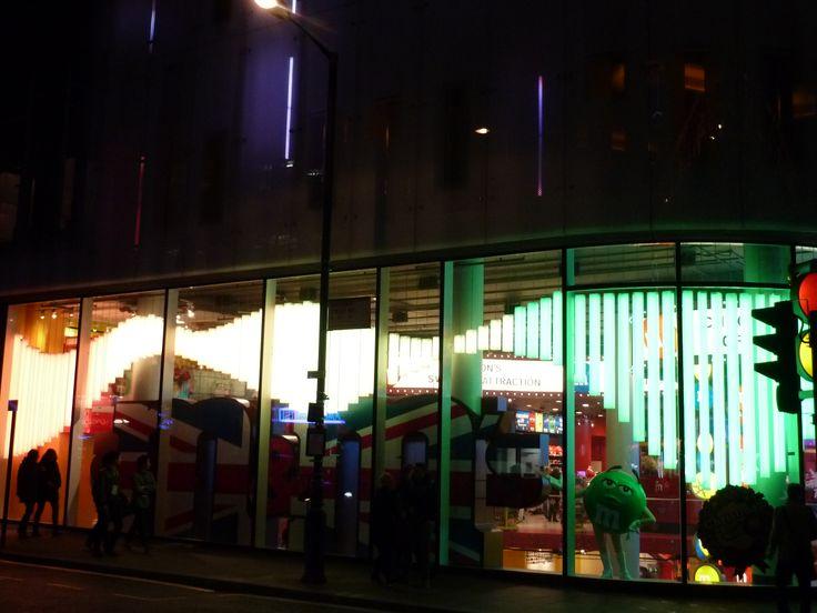 London neon, reklama, pylony reklamowe, banery, neony