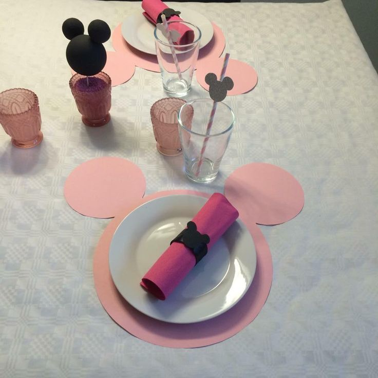 25 best ideas about mini mouse cupcakes on pinterest minnie birthday mickey mouse cupcakes. Black Bedroom Furniture Sets. Home Design Ideas