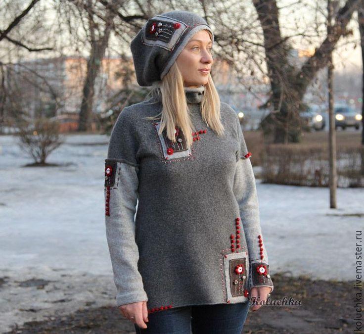 Купить или заказать Свитер серый с огоньком в интернет-магазине на Ярмарке Мастеров. Вязаный, слегка заваляный свитер из 100% мериноса (Италия). Очень-очень теплый! Тактильно нежен , совсем не колючий. В комплект к свитеру можно заказать шапочку. Шапочка двойная, плотная, непродуваемая. Стоимость комплекта 19т.р, отдельно шапочки 5.5т.р. Также возможен повтор в цвете navy (темно-темно…