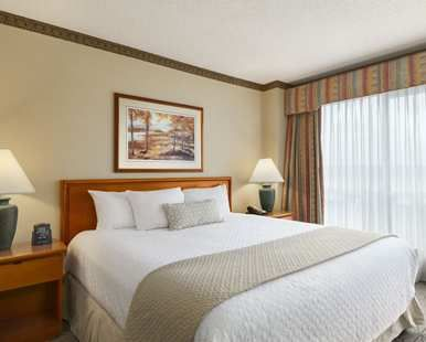 Embassy Suites Portland - Airport Hotel, OR - King Bedded Suite