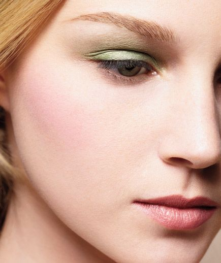 How to wear pastel eyeshadow