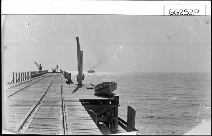 066252PD: The Railway Jetty, Geraldton http://encore.slwa.wa.gov.au/iii/encore/record/C__Rb3727367?lang=eng
