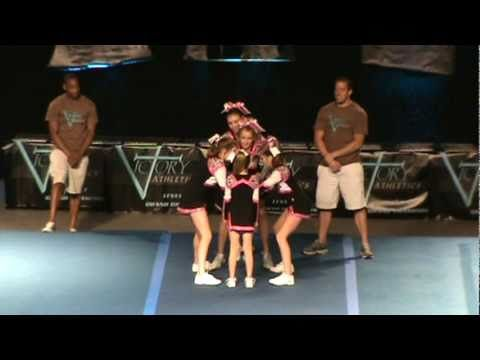 Extreme Cheer Stunt Group - YouTube