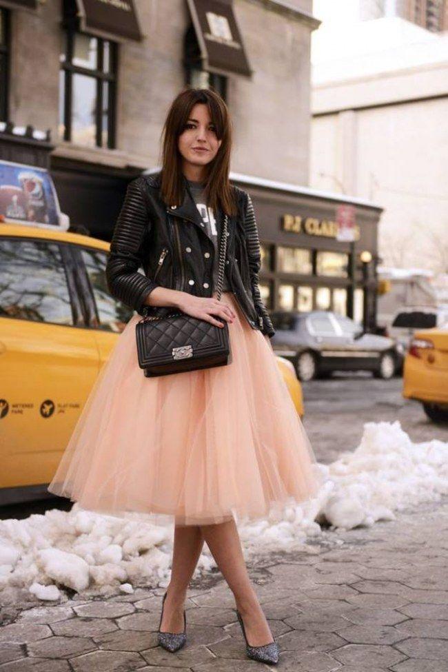 Tüllrock mit Printshirt + Lederjacke- die Farbkombi rosa und schwarz ist auch super