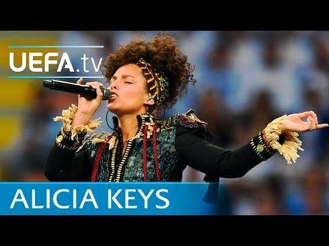 Video dove Alicia Keys canta prima della finale tra Atletico e Real Madrid, giocata a Milano il 28 maggio 2016. Alicia esegue 3 brani del suo repertorio.