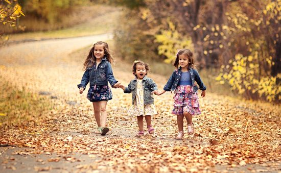 Fall Family Photo Tips! Love the jean jackets with dresses