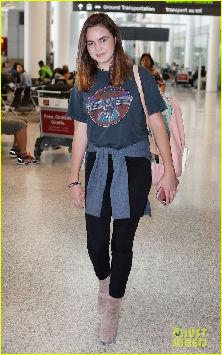Bailee Madison Jets Off to Toronto for 'Good Witch' Filming | bailee madison good witch lands toronto 02 - Photo