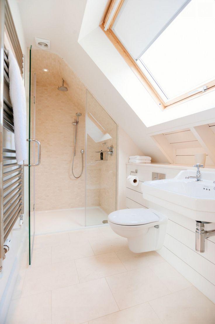 La salle de bain sous pente : comment l'aménager de manière agréable