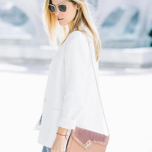 We're loving the fresh color combination of @somethinghippie and our @elahanbags x @anthropologie handbag #repost #fashionblogger #ootd #instafashion #elahandbags #handbags #designerhandbags #accessories #anthropologie #fashion