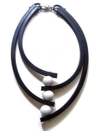 suedine et perles textile